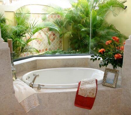 Fürdőszoba dekoráció zöld növényekkel