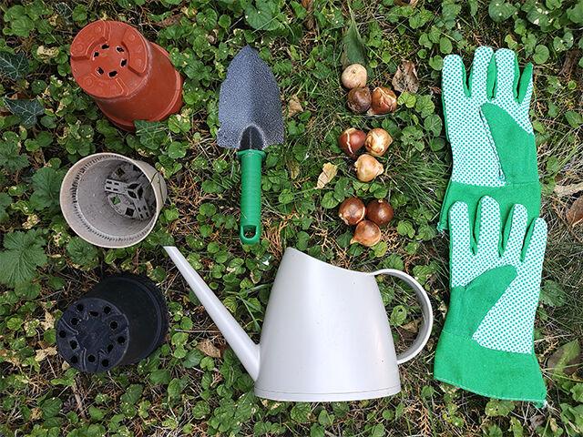 Ültetésnél jó szolgálatot tehetnek a fotón látható eszközök