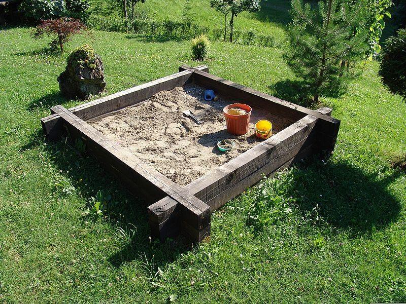 Egyszerű kerti homokozó