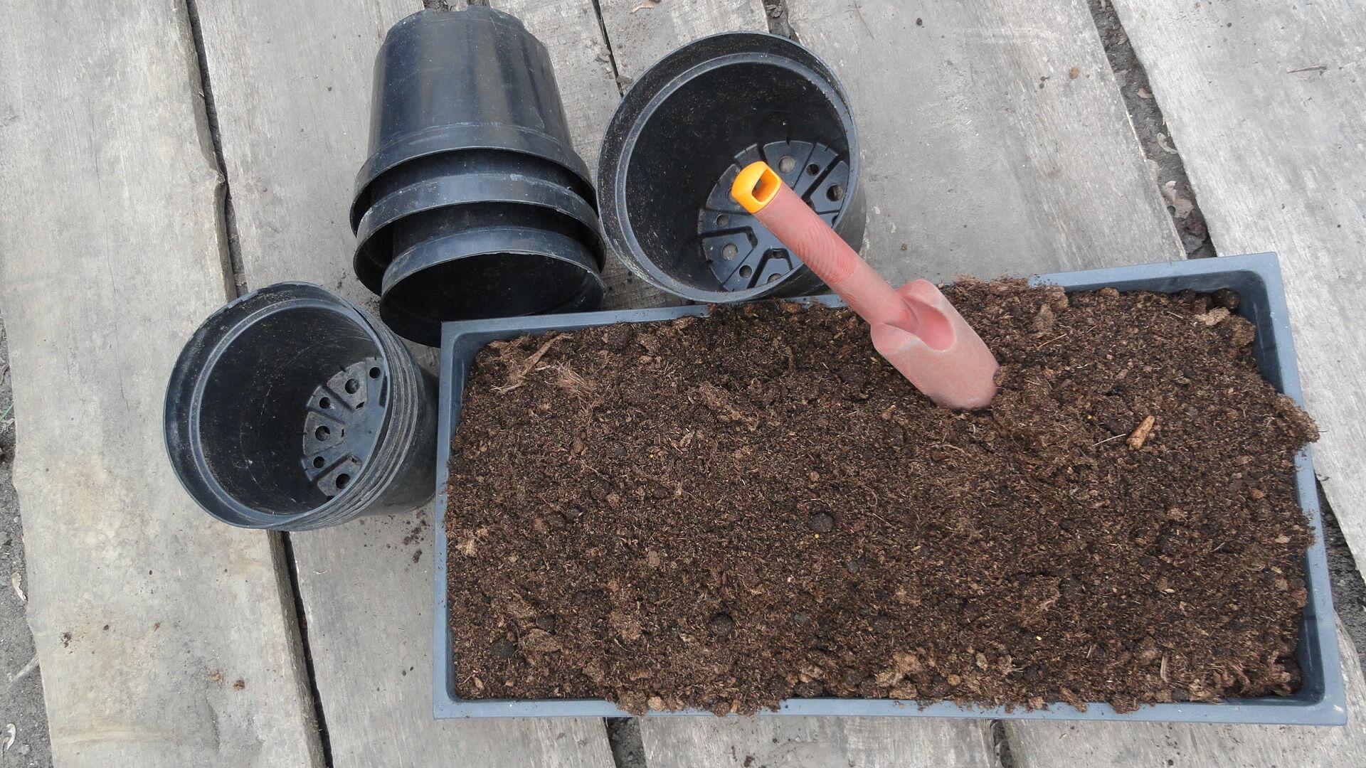 A jó minőségű virágföld elengedhetetlen a sikeres balkonkertészkedéshez